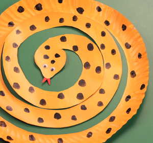 Paper Plate Snake Video by Happy Crafts | fawesome.tv