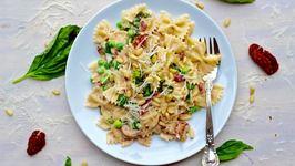 Dinner Recipe Creamy Mushroom, Sundried Tomato and Pea Pasta