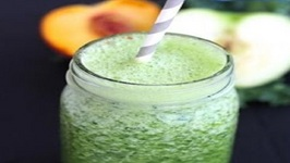 Breakfast Recipe: Peach And Apple Green Smoothie