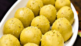 Besan ke Ladoo Recipe - Traditional Indian Sweet Recipe for Festivals