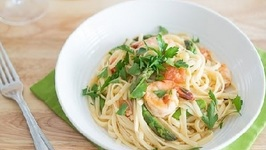 Quick & Easy Linguine Pasta Recipe with Shrimp, White Wine, Asparagus, and Tomatoes