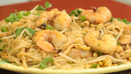 How to Make Pad Thai Noodles with Shrimp