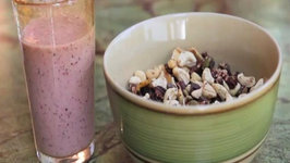 Energizing Trail Mix and Refreshing Smoothie