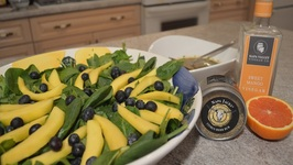 How To Make Blueberry, Mango And Spinach Salad With Cajun Mango Vinaigrette