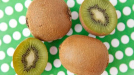 How to Peel a Kiwi - Quick Cooking Tips