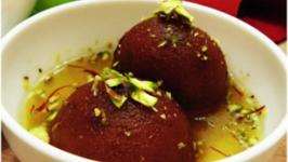 Gulab Jamun Recipe - Made With Khoya Chenna