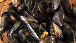 Steamed Mussels (Hoi Ma-Laeng Poo Ob)-Thailand