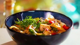 Asian Curried Chicken & Rice Noodles - Tasty Recipe