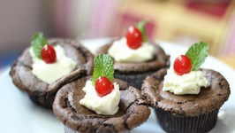 Flourless Chocolate Oreo Cookie Cupcakes