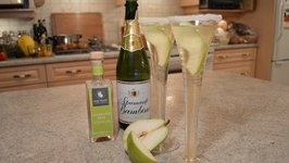 How to Make Napa Valley Champagne Pear Cocktails