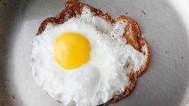 How to Fry A Crispy Egg - Easy Breakfast Recipes