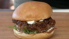 Lamb Burger With Onion, Fig Jam & Goat Cheese!