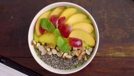 Mixed Greens and Seasonal Fruits Smoothie Recipe