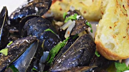 Steamed Musseles or Cozze with Garlic and Wine or Vino