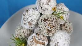 Bourbon Or Rum Balls- Christmas Party In The USA!!!