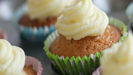 Lemon Cupcakes - with Lemon Curd filling