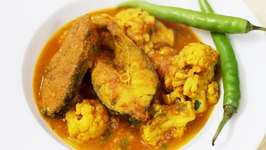 Cauliflower and Fish Curry How to Make Caulifolower with Rohu Fish Curry