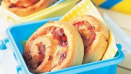 Cheesy Pizza Scrolls