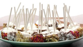 Marshmallow Pops are Perfect One-Bite Desserts