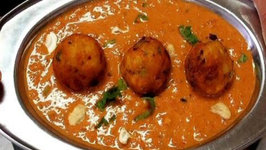 Malai Kofta Curry - Cheese Balls in Creamy Curry Gravy