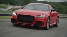 2018 Audi TT RS Driving on the track