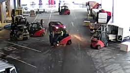 Warehouse Workers Use Forklifts to Block Suspected Thieves From Leaving