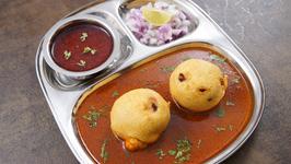 Spicy Kolhapuri Kat Vada Recipe In Marathi - Vada Usal - Sonali