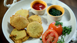 Tomato Bhaji - How To Make Tomato Pakoda - Recipe In Marathi By Sonali