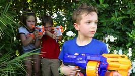 Nerf War - Superhero Kids Vs Twin Toys