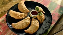Matar Gujiya - Green Peas Karanji - Tasty Veg Snack