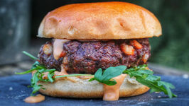 Fast And Easy Surf N Turf Burger With Whisky-Cocktailsauce