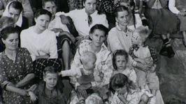 S02 E22 - Tom Green - Polygamist Family Photo - Mugshots