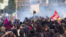 Tear Gas Fired as Police Scuffle With Labor Reform Protesters in Lyon