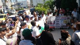 Public Rallies at Barranquilla Police Command to Show Support After Bombings