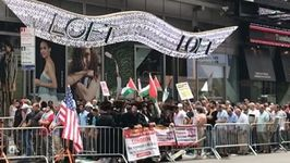 Demonstrators Gather in NYC's Times Square to Protest al-Aqsa Mosque Security Measures
