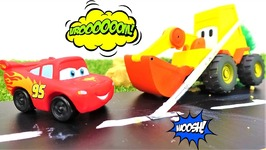 Toy cars videos- Excavator Max and Lightning McQueen - Race track for McQueen- Cars for kids.