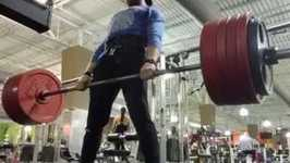 Man Deadlifts 475lbs With Ease