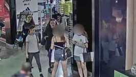 Teen Girls Brawl at Shopping Mall in South Wharf