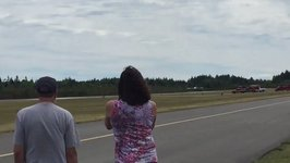 Pilot Stages Dramatic Landing Despite Malfunctioning Front Landing Gear