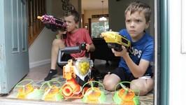 Nerf War - Flying Bug Attack 2