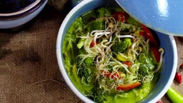 Noodles in Green Curry - Laksa - Malaysian Noodle Soup - Street Food