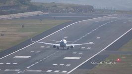 Extreme Crosswinds Test Skills of Pilots at Madeira Airport