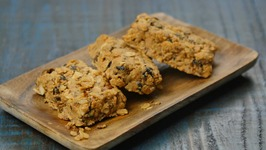 Berry Nuts Granola Bars
