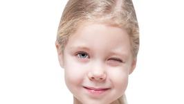 Cómo detectar el astigmatismo en los niños