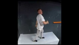 Man Demonstrates Perfect Parkour Performance