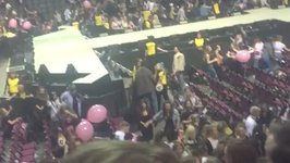 Chaotic Scenes, Loud Bangs at Manchester Arena During Ariana Grande Show