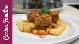 Albóndigas con salsa de tomate y huevos escalfados - Recetas caseras