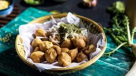 Streetstyle Ram Ladoo - Moong Dal Pakoda - Delhi Street Food - Ram Laddu