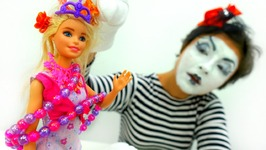 Funniest Video for Kids. Crazy Clown and Kids Toys. Funny Clown Make Crazy Hairstyle for Barbie Doll