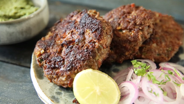Chapli Kebab Recipe - Pakistani Mutton Chapli Kabab - Street Food - Smita